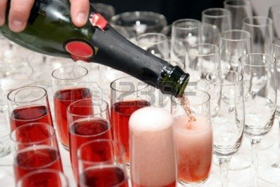 696573_pouring_red_wine_in_cup