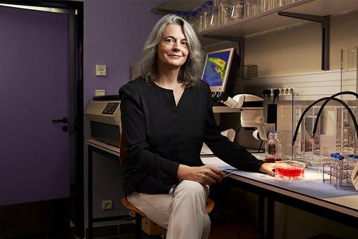 Француженка Брижитт Киффер, лауреат премии «Для женщин в науке» от Европы
